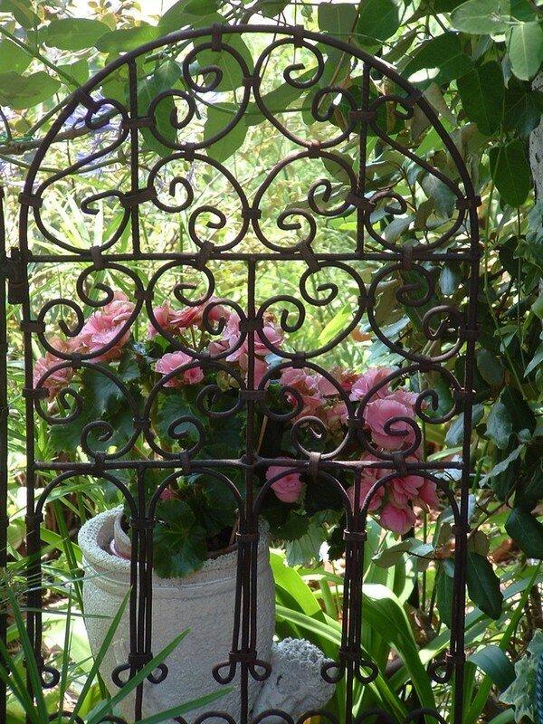 08 d cor de paravent b gonia photo de scenes de jardin jo tourtit. Black Bedroom Furniture Sets. Home Design Ideas
