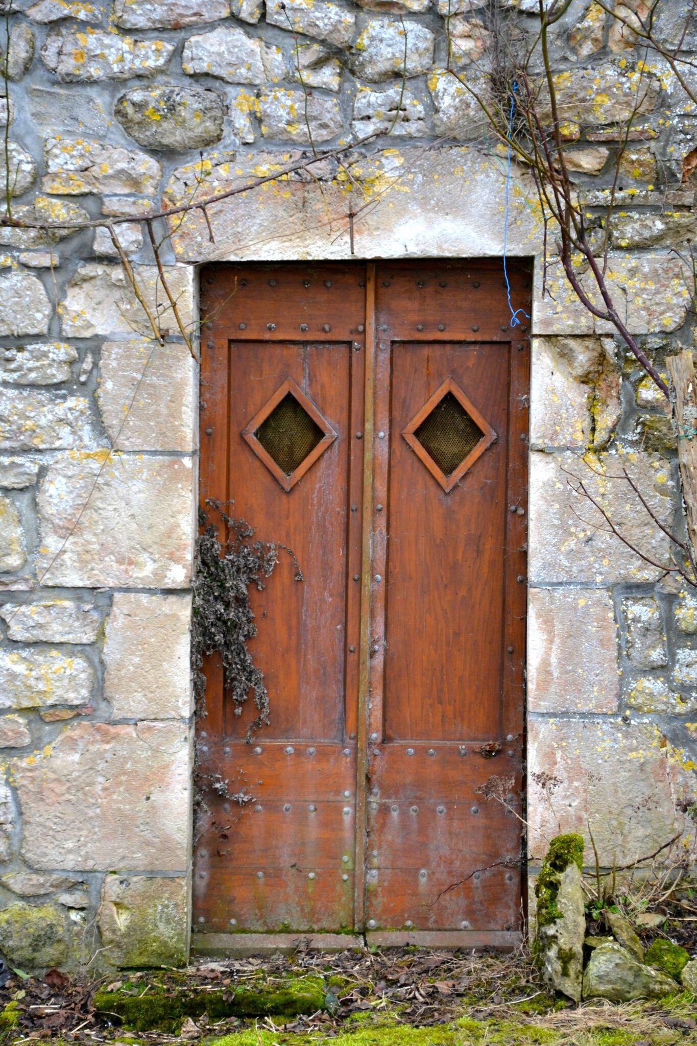 Celle qui aimait les portes