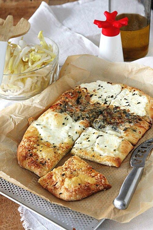 Pizza 4 fromages avec une superbe pâte à pizza au levain