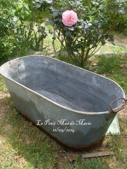 jour de brocante et encore des roses le petit mas de marie. Black Bedroom Furniture Sets. Home Design Ideas