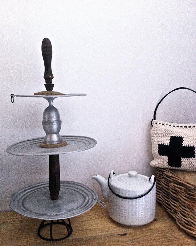présentoir pour cupcake en couvercles de casseroles