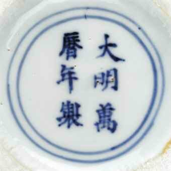 A wucai weiqi jar, Wanli six-character mark in underglaze blue within a double circle and of the period (1573-1619)aA wucai weiq