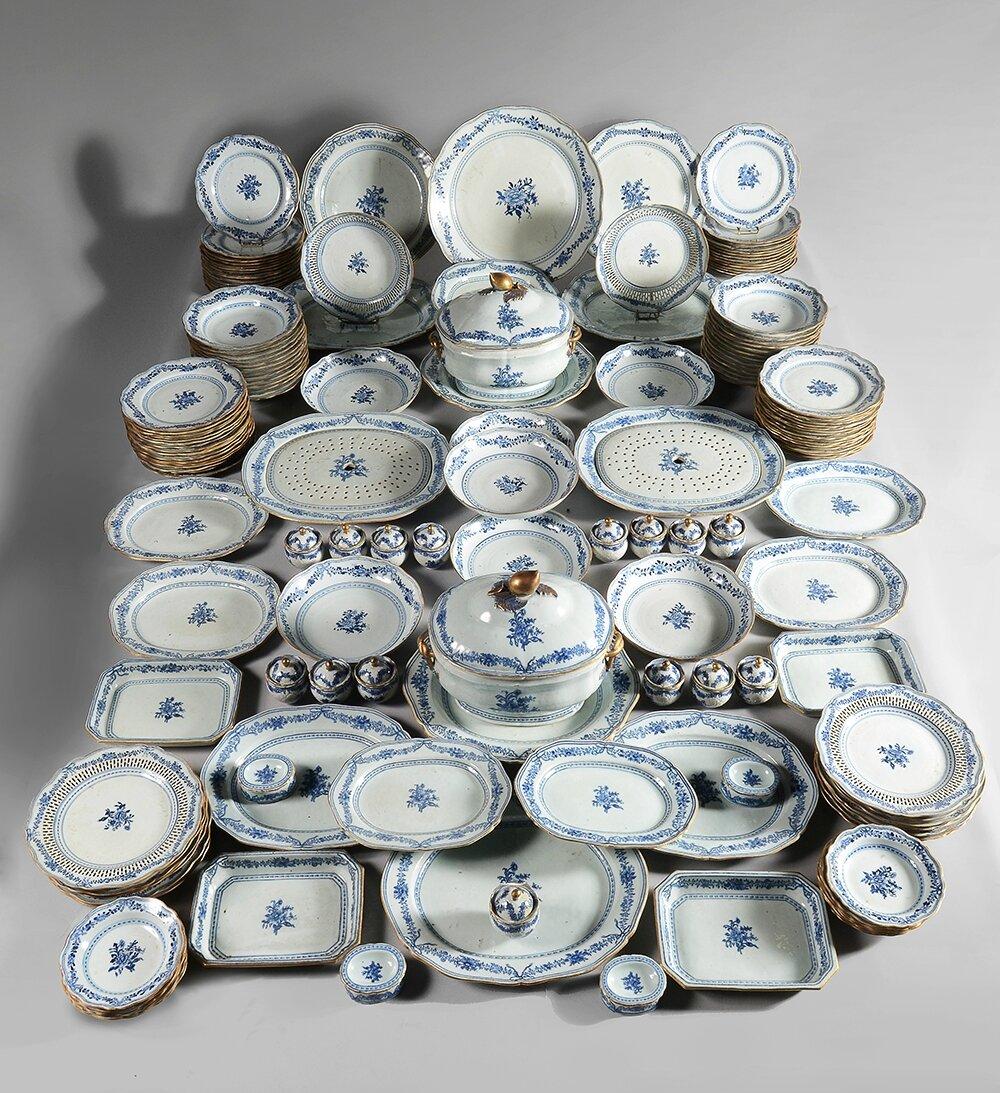 Compagnie des Indes, important service en porcelaine à bord contournés, Chine vers 1785