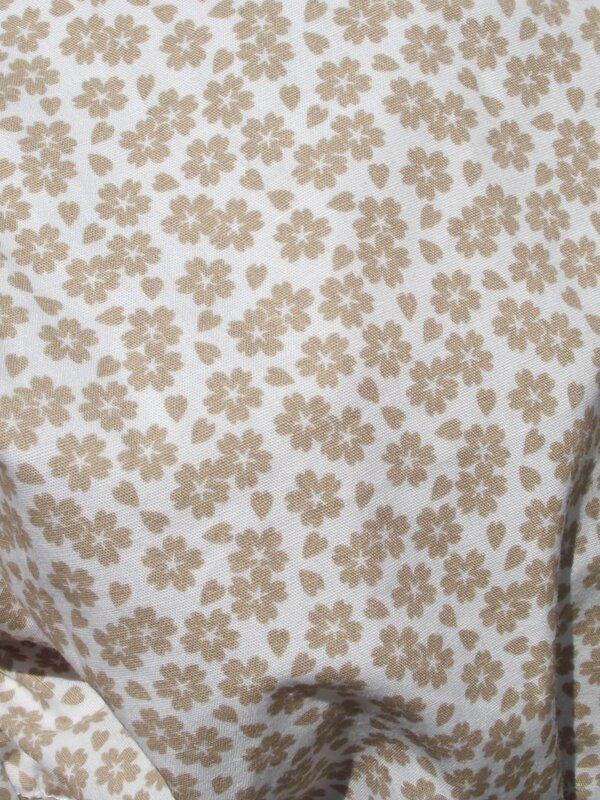 Aperçu tissu fleurs beiges