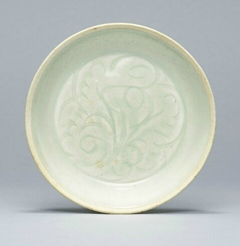 A small carved Qingbai washer, Southern Song Dynasty (1127-1279)