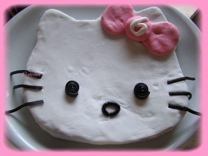 gâteau Hello Kitty en pâte à sucre