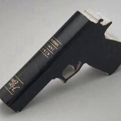 LA BIBLE EST UN FUSIL QUI TUE L'ÂME NOIRE