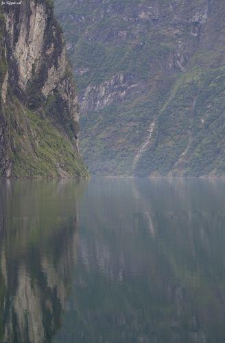 0011Geiranger_cliff