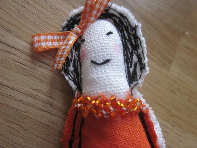Broche LES POUPETTES orange N°16 (4)