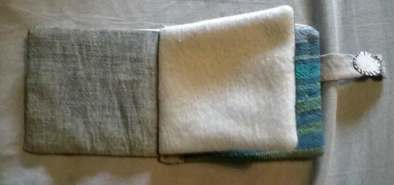 tissu imitation jean très léger à gauche et polaire à droite