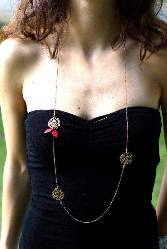 1- sautoir 3 fleurettes plaqué or cuir rouge