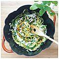 Spaghettis de courgettes au curry, basilic thaï et crème de coco {recette}