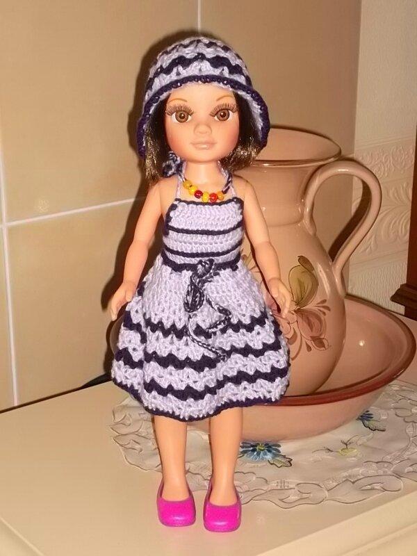Lolita & son ensemble maillot de bain , sa jupette & son joli chapeau ( Nelle)