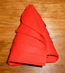 Pliage de serviettes tables de cop et bricol 39 inne for Pliage serviette papier noel simple