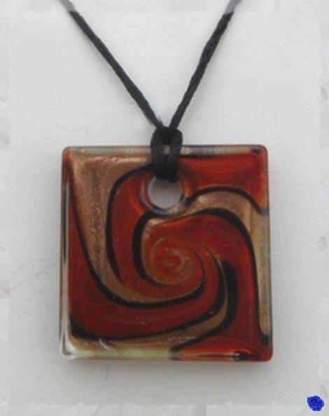 Pendentif Carré Danica Or Motifs Rouge Orangé et Noir Verre Soufflé Style Murano