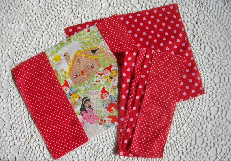 tissu-tuto-diy-protège-carnet-cahier-pois-nain-conte-blanche-neige-couture