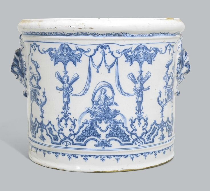 A Moustiers faience wine cooler, probably Clerissy's factory, circa 1720