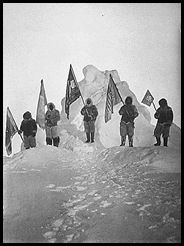 Peary_Sledge_Party_and_Flags_at_the_Pole_