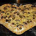 Pizza blanche: comté,champignons, jambon et olives