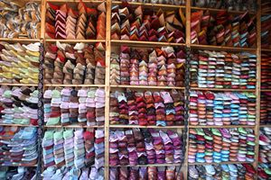 Babouches multicolores Tanneries Chouwara FES Maroc