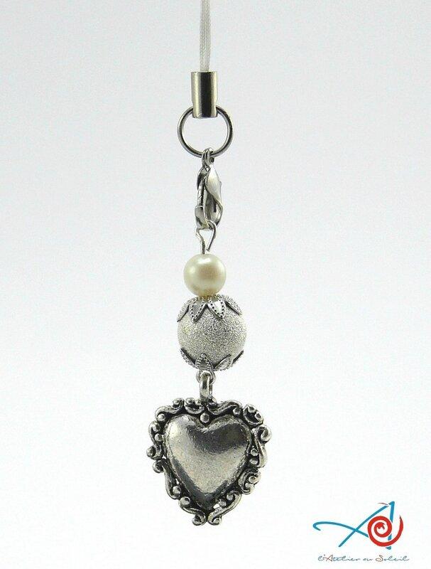 Bijou de portable coeur et perles accroché (Copier)