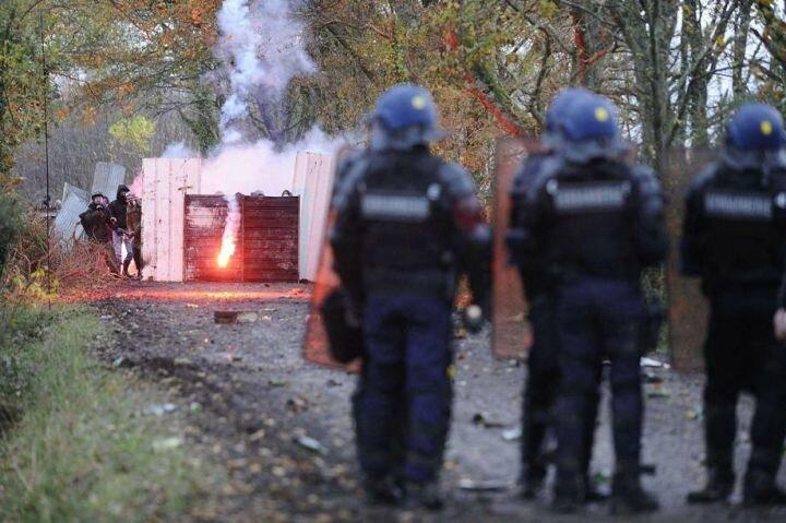 2012-11-24_NotreDameDesLandes_b6