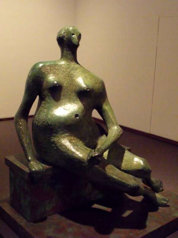 Henry_Moore_1957_seated_Woman