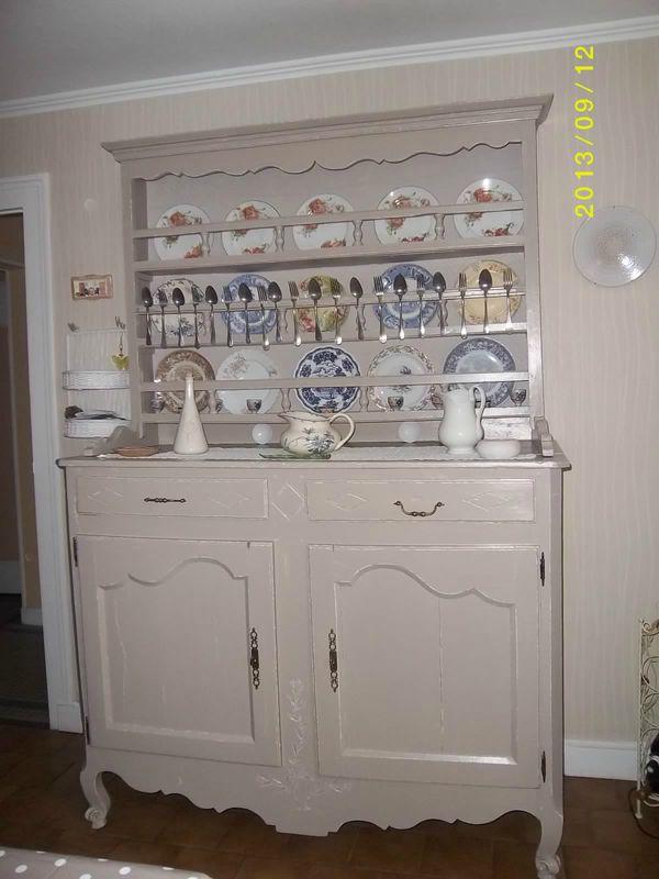 pour une ambiance shabby chic satinelles poivre et blanc avec effet shabby pour le vaisselier. Black Bedroom Furniture Sets. Home Design Ideas