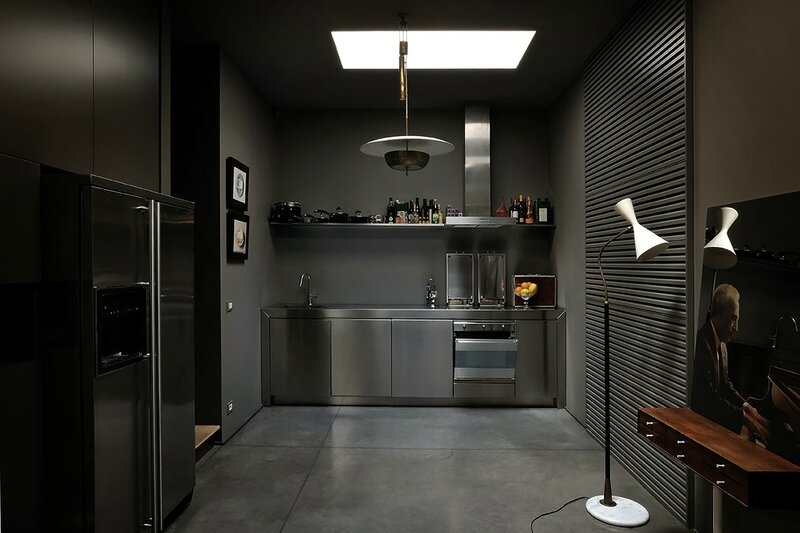Couleurs-sombres-ambiance-cabinet-curiosites-design-milan-Charles & Ray Eames (1)