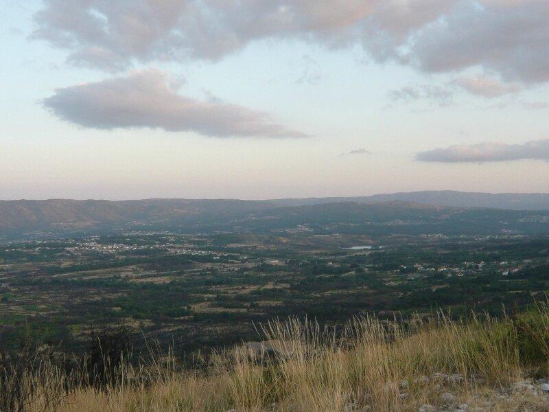 colline autour de chaves Calvao