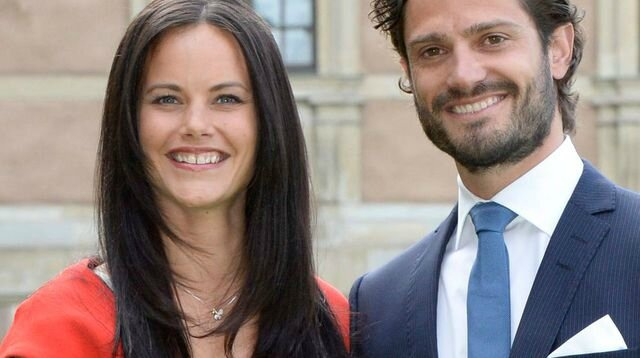 sweden-s-prince-carl-philip-and-hellqvist-pose-at-a-news-conference-where-they-announced-their-engagement-at-stockholm-palace_5132068