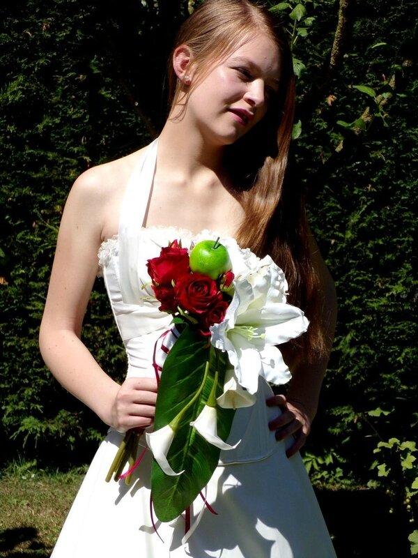 Bouquet de mariée cascade bordeaux blanc 4