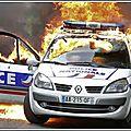 À paris, les émeutiers tentent de «brûler les flics»