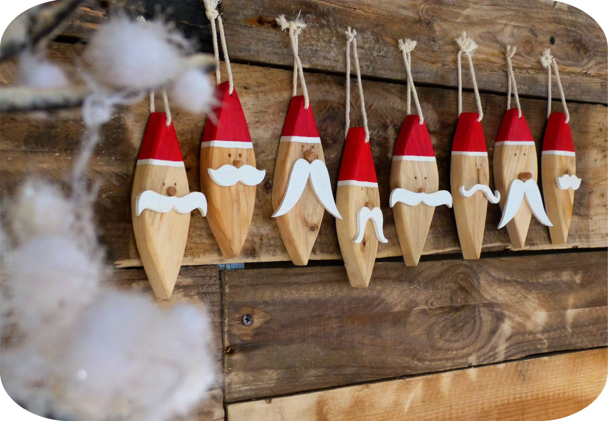 P re no l en bois suspendre madame ki et ses vintageries for Pere noel decoration interieur