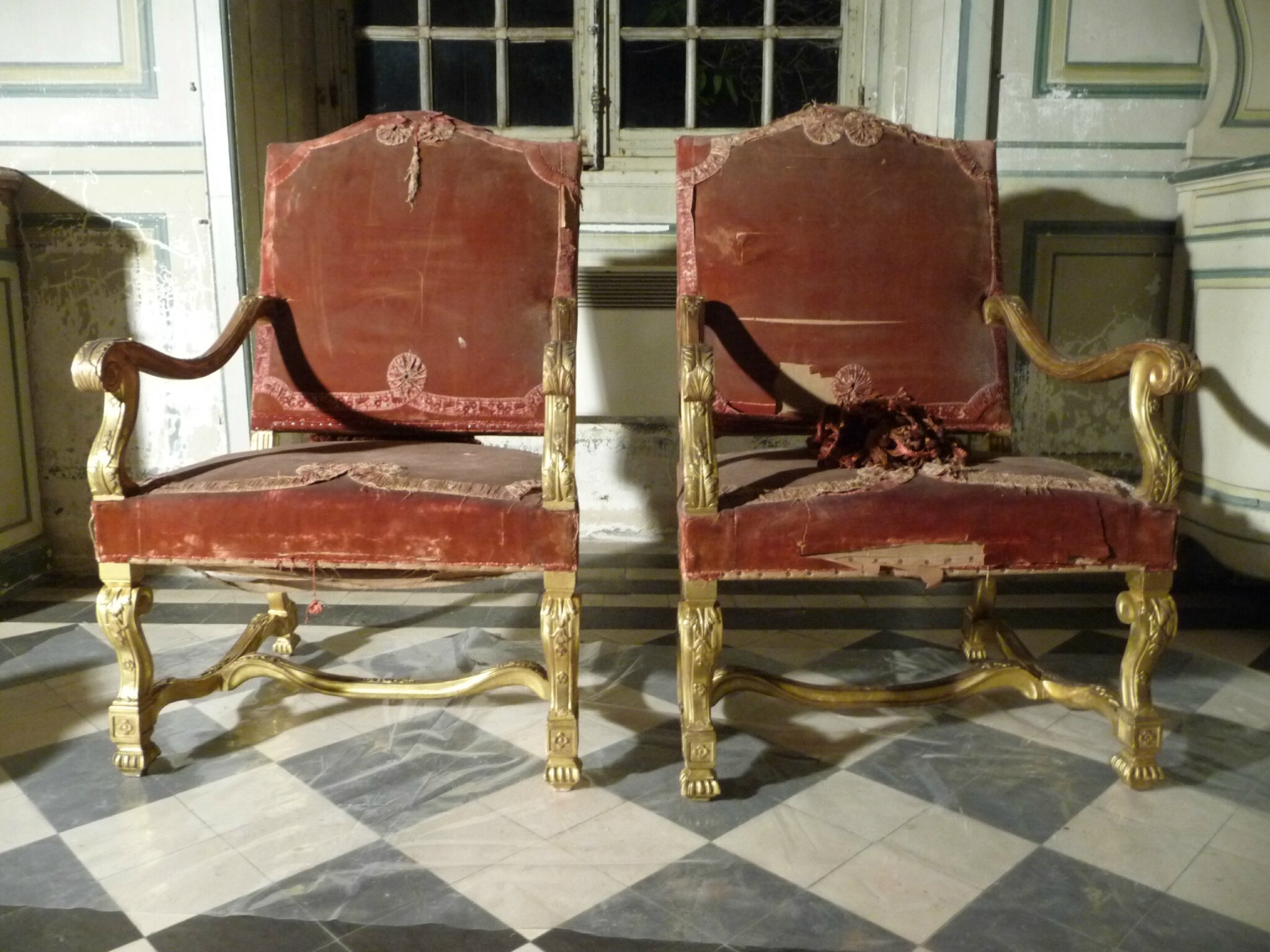 fauteuil 19 eme style louis xiv au chateau de champs sur marne damien de laage dorure. Black Bedroom Furniture Sets. Home Design Ideas