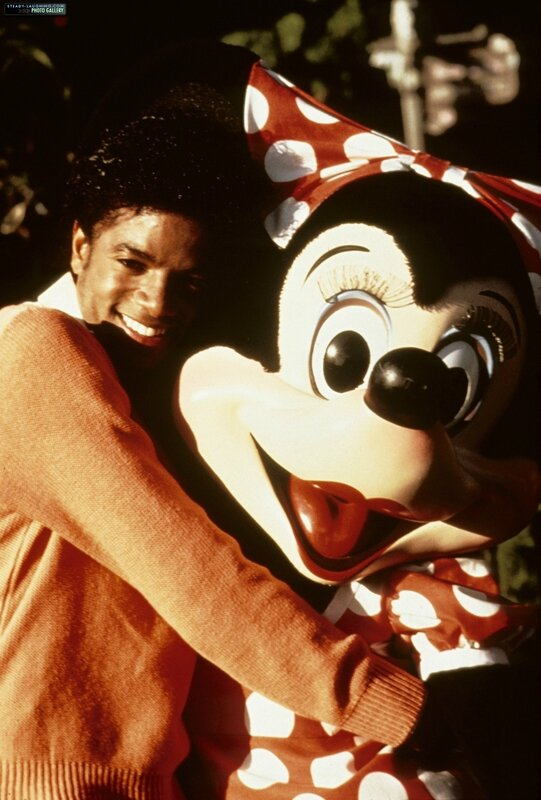 michael-films-a-special-at-disneyland-for-disneys-25th-anniversary(15)-m-1