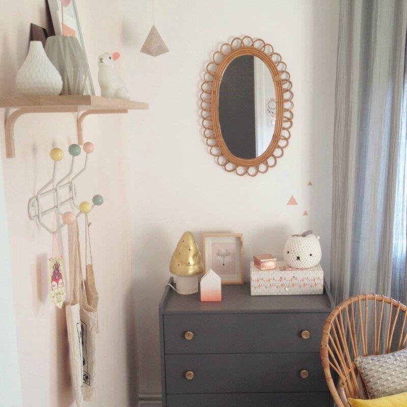 Visite d 39 une chambre de b b fille deco trendy a t e - Deco vintage chambre bebe ...