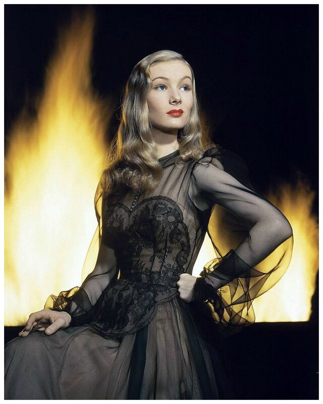 veronica_lake-1942-by_eliot_elisofon-IMarriedWithAWitch