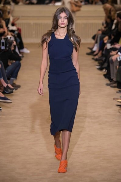 Roland-Mouret-celebre-sa-Galaxy-Dress-pour-la-Fashion-week-de-Paris