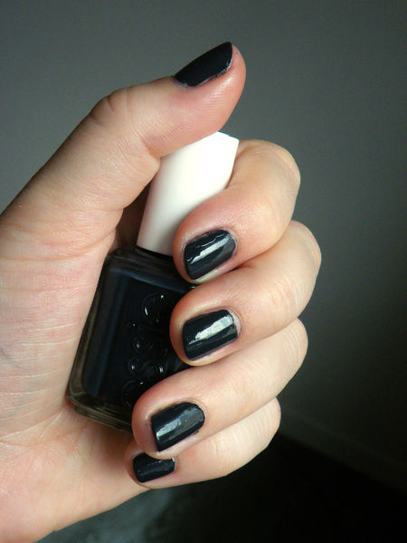 vernis_bleu_bobbing_for_baubles