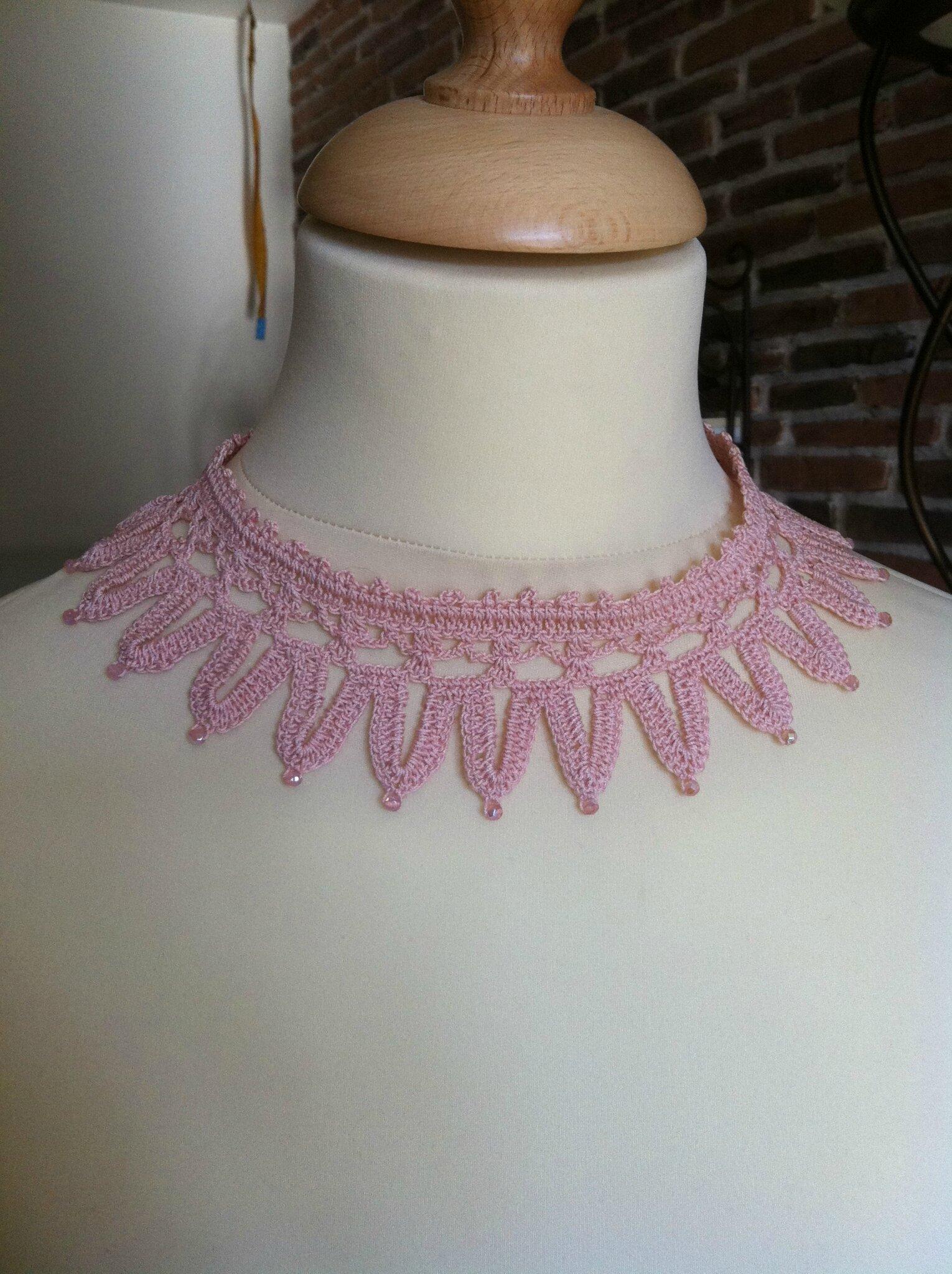 collier coton rose poudré perles roses