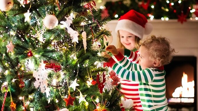 enfants-sapin-noel - My Little Blog fonderie