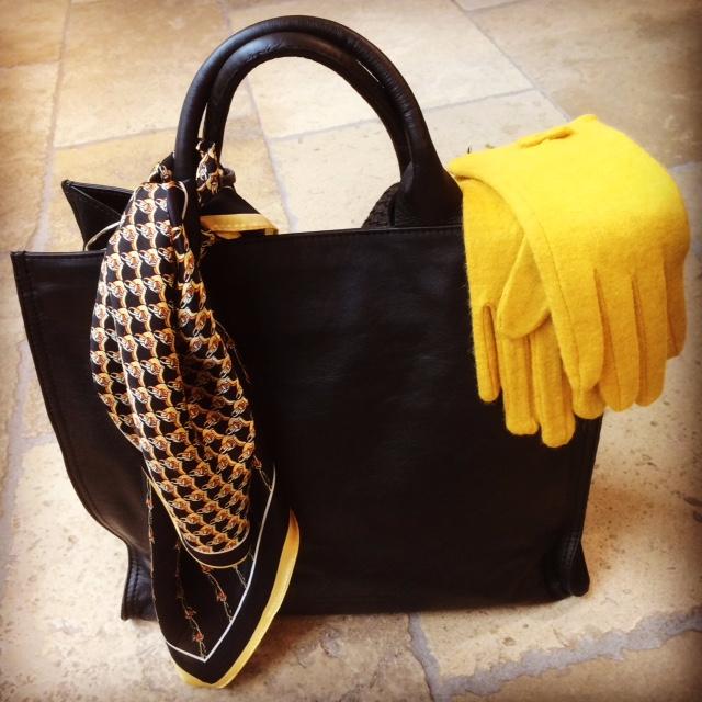 sac BIBA carré de soie et gants boutique Avant Après 29 rue Foch 34000 Montpellier