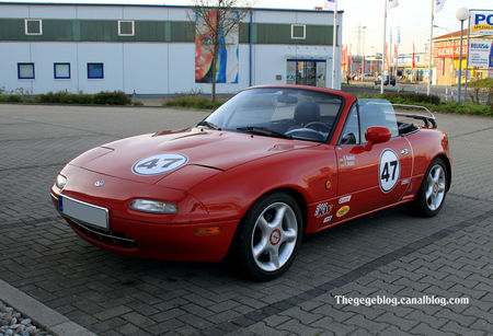 Mazda_MX_5_type_NA_roadster__rencard_Burger_King_avril_2011__01
