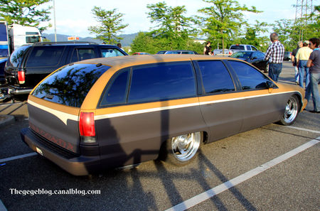 Chevrolet_caprice_wagon_custom__Rencard_du_Burger_King_mai_2011__02