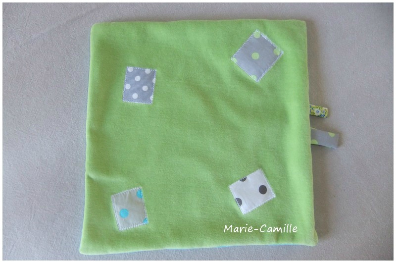 doudou chien vert et turquoise