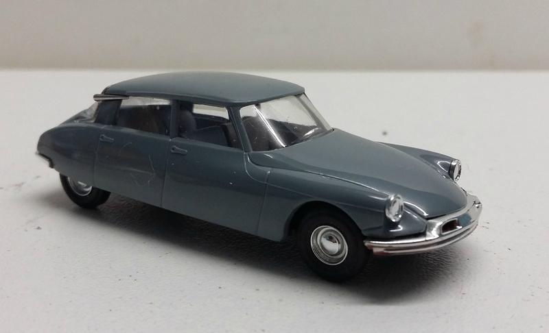 #48000-Citroën DS grise (2)