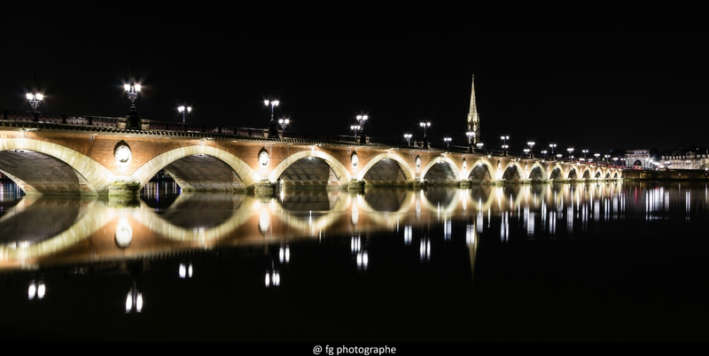 Pont de Pierre à Bordeaux by night FG photographe