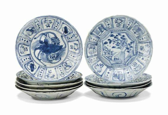 Nine small 'Hatcher cargo' blue and white dishes, Transitional, mid-17th century