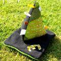 Pyramide d'éveil et doudou plat